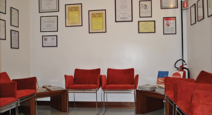Visita in studio studi dentistici martinelli for Martinelli mobili trento